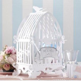Zauberschön und praktisch zugleich: Vogelkäfig für Umschläge, Geldgeschenke, Glückwunschkarten... leicht zusammengesteckt und aufgestellt. Hier können die Hochzeitsgäste Ihre Umschläge einwerfen.