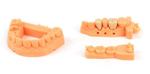 Investigadores integraron sales de amonio cuaternario en resina y la usaron como baseen la impresión 3D parafabricar piezas dentales como dientes postizos y fundas. Tras ello, lasimpregnaron de Streptococcus mutans, una bacteria que se encuentra normalmente en la bocay que desarrolla las caries.Pudieron comprobar que el material usado en la impresión 3D destruyó el 99 por ciento de las bacterias. Carbon3D trabaja enmateriales cpn el fin de usarlas como piezas dentales, pero aún n...