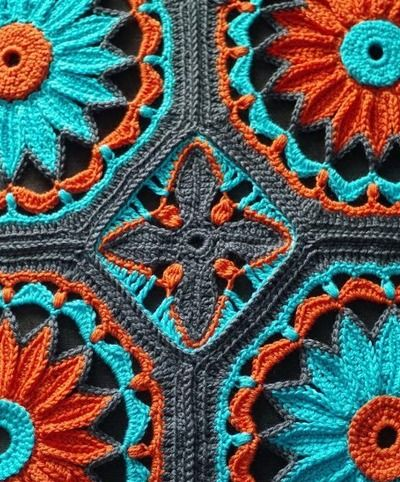 Ravelry: Crocheted Daisy Afghan pattern by Joleen Kraft Love this color combination!