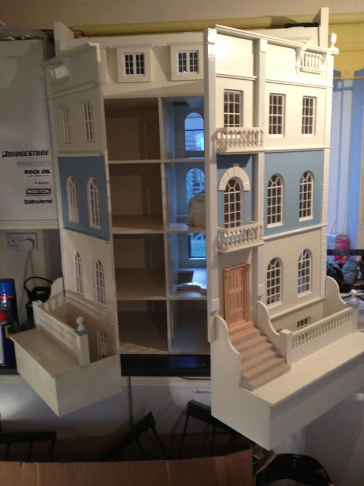 For Sale - Huge craftsman made Georgian dolls house for sale - The Dolls House Exchange (pic 1/2)