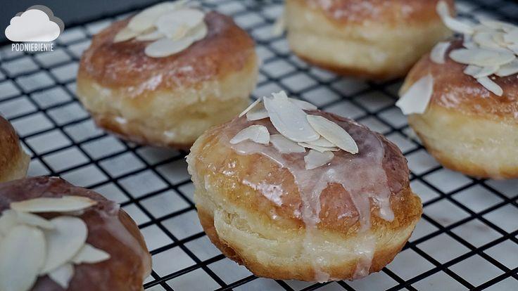 #pączki #tłustyczwartek #polishdonuts #donuts #PodNiebienie  #icing #almond #yeast #yeastcake