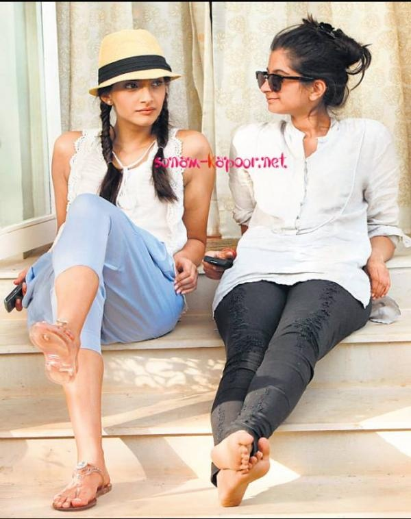 Sonam And Rhea Kapoor spotted on Aisha Sets!