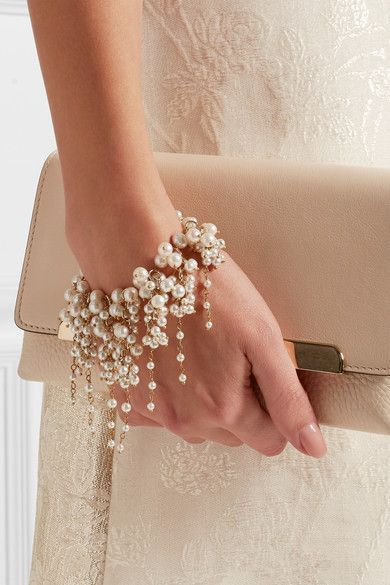 Freshwater pearls with a lobster clasp fastener; comes in a tie-fastening pouch; Made in Italy