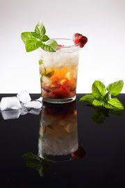 Mojito Balsamico  voor het recept zie:  http://www.bommelsconserven.nl/recepten/cocktails_maken_quai_sud_bommels_conserven/mojito_balsamico.html #Mojito #balsamico