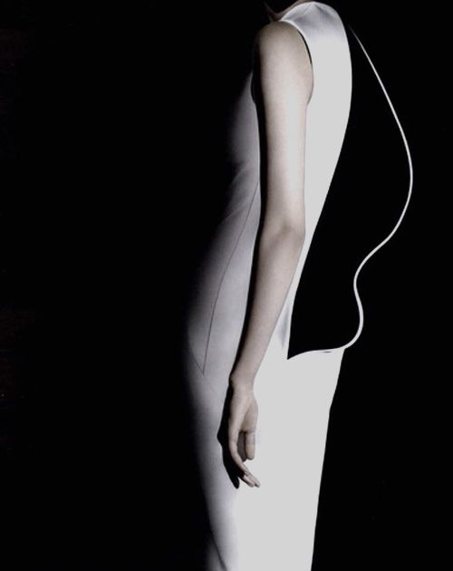 Sculptural Fashion - artful dress back detail with contrasting lining and contoured shape; 3D fashion // Jil Sander