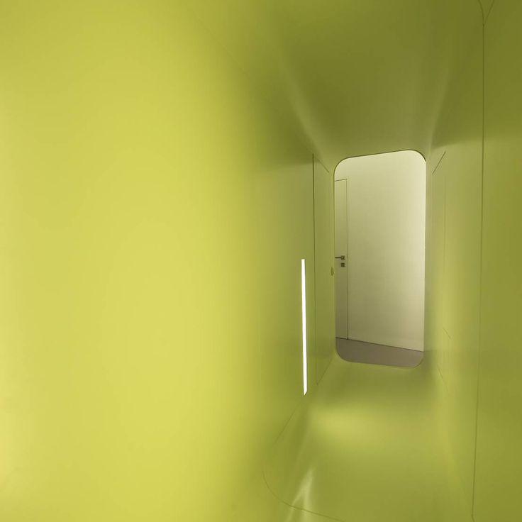 Heute nehmen wir euch mit nach Wien in ein modernes Loft, das viele gestalterische Experimente wagt.