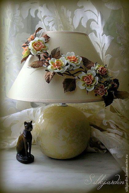 Освещение ручной работы. Ярмарка Мастеров - ручная работа. Купить Лампа настольная с цветочным декором из фоамирана. Handmade. Бежевый, освещение