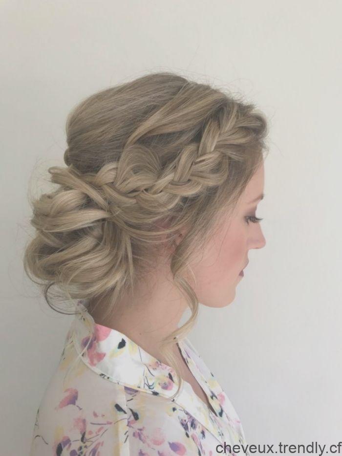 Coiffure Mariee Romantique Chignon Avec Tresse De Cote Chignon Bas Decoi Bride Hairstyles Hair Stylist Bridal