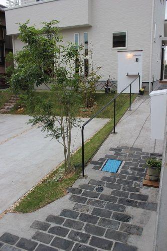 掛川市N様 スロープをアンティークレンガとコンクリートで制作 シンプルなアイアンの手摺も制作しました。 階段もアンティークレンガで! ...