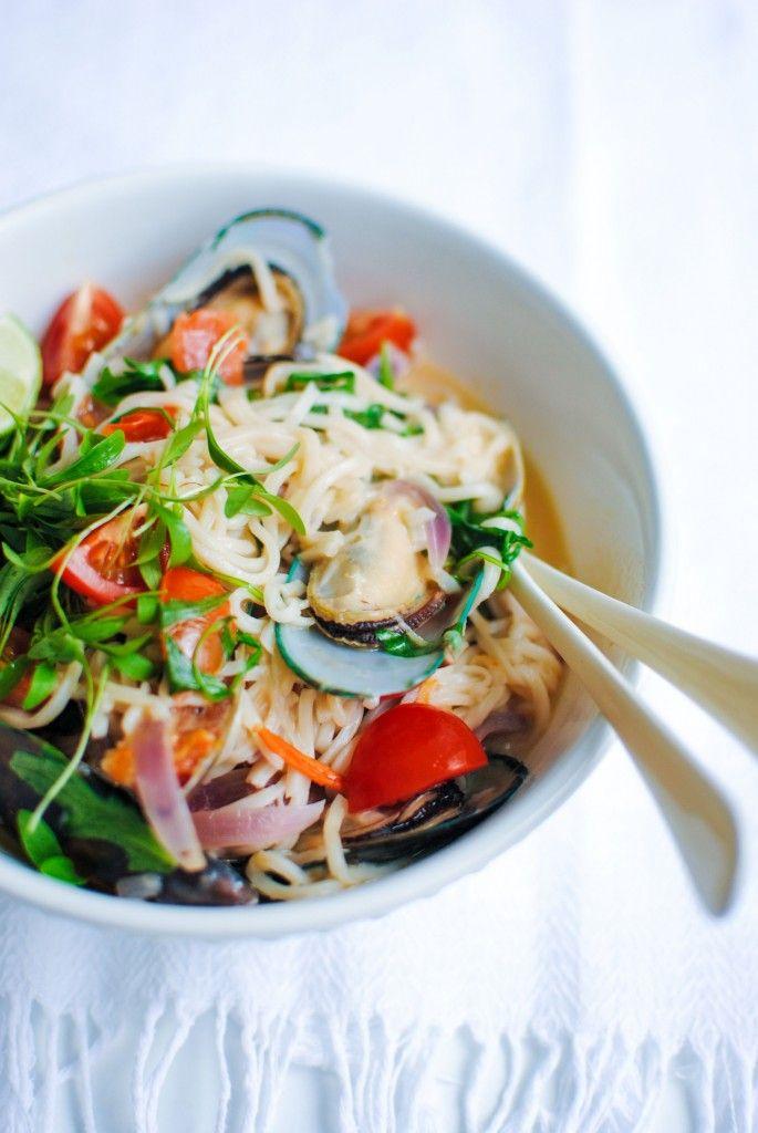 Noodles com Mexilhões e Leite de Côco #lemonaidpt #receitassaudaveis #principais #noodles #marisco #leitecoco #desejos #healthyfood