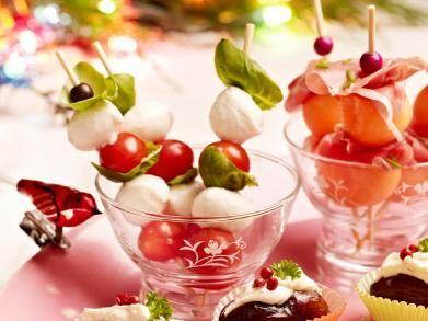 spiesjes van ham en meloen of kerstomaat en mozzarella