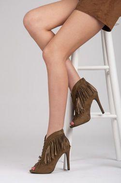 Naviazaní topánky so strapcami http://cosmopolitus.com.pl/product-slo-94532-.html #topanky #vysoke #podpatky #jar #leto #Boho #fringe #stylove #modne #lacny