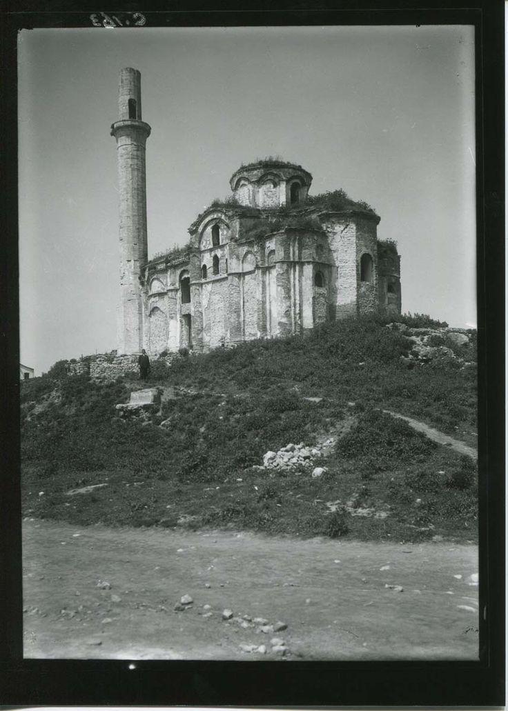 Laleli-de bulunan Bodrum Mesih Paşa Camii veya eski adıyla Myrelaion Kilisesi.