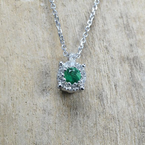 Necklace in 18 kt gold with #emerald of 0,07 ct and natural brilliant-cut white…