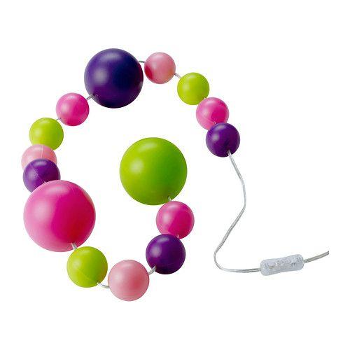 IKEA - FINFIN, LED lyslenke 15 baller, , Denne dekorative lyslenken med fargede kuler i flere størrelser gir en unik stemning i rommet.Bruker LED, som bruker opptil 85 % mindre energi og varer 20 ganger lenger enn glødepærer.Du kan legge den på gulvet for å lyse opp et hjørne i rommet, på et skrivebord, i en bokhylle – eller henge den på siden av et vindu.