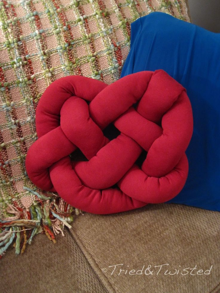 DIY Celtic Knot Heart Pillow: Tried&Twisted.blogspot.com