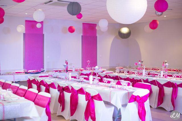 Décoration salle mariage rose fushia argent