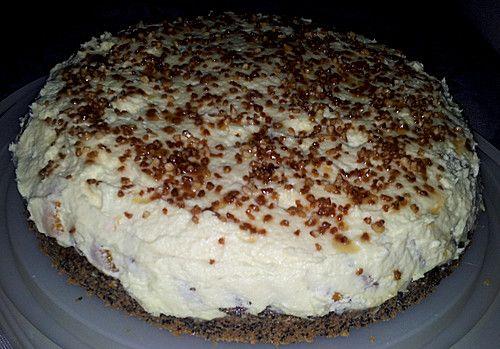 Illes super schneller Mohnkuchen ohne Boden mit Paradiescreme und Haselnusskrokant