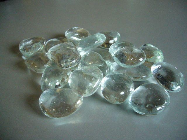 http://www.glass-sphere.com/katalog/107_sklenene-kamenysklenene-oblazky-sklenene-kostky1127.jpg