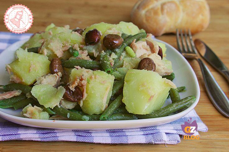 l'insalata patate fagiolini e tonno è una ricetta veloce facile e molto estiva che potrete preparare in anticipo e servire all'ultimo minuto.