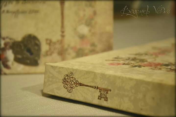 Vintage romantic victorian guestbook - Wedding stationery