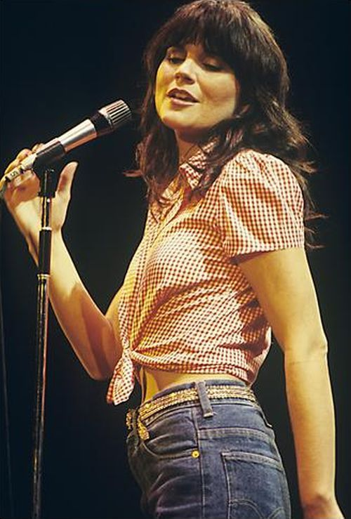 Linda Ronstadt on stage