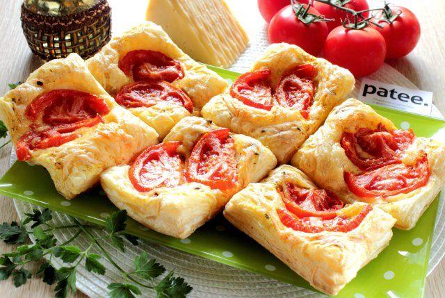 Слойки с помидорами и сыром....