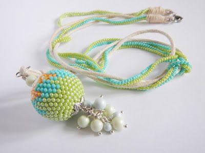Szydełkowo-koralikowa kulka z pastelowymi perełkami / bead crochet ball with Swarovski pearls