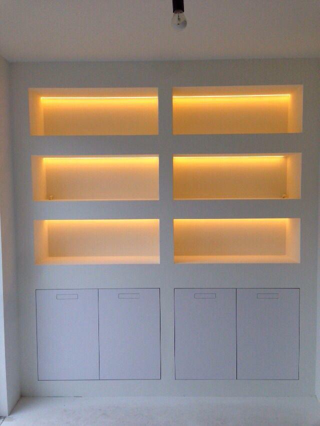 Led-verlichting in vakkenkast Deze is mooi dimbaar. Haarlem