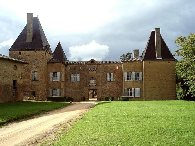 Facade sud du château de Layé à Vinzelles