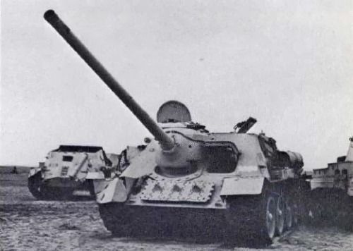 SU-100 of the Egyptian army's 89th Anti-Tank Battalion of the 4th Armored Division during the Suez crisis, 1956.