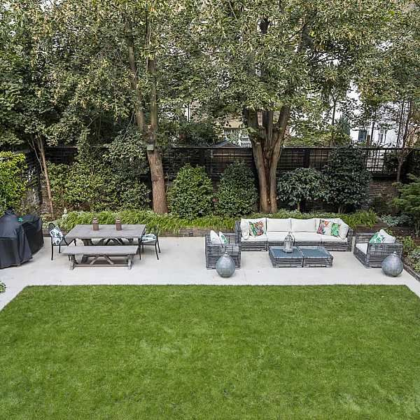 Elegant Graceful Outdoor Stylish Entertainment Space A Garden Design Project In Notting Hill Designed Sloped Garden Garden Design Contemporary Garden Design