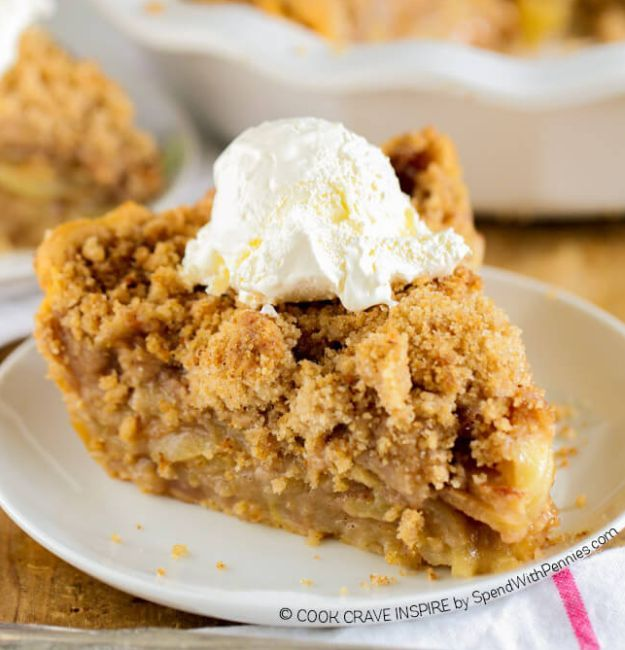 Apple Crumb Pie | 15 Best Pie Recipes For Christmas and Holiday Season http://homemaderecipes.com/course/desserts/best-pie-recipes/