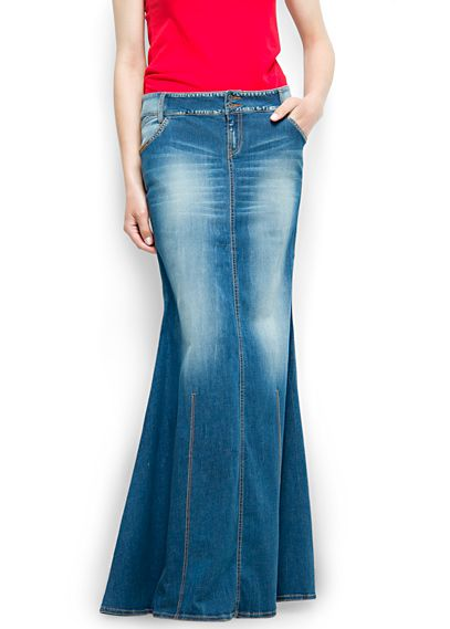 Beautiful long denim skirt. Get in my closet!