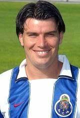 Nuno Jorge Pereira da Silva Valente nasceu no dia 12 de Setembro de 1974 em Lisboa. Depois de ter passado por todos os escalões de formação do Sporting C.P., tendo mesmo sido Campeão Nacional de Juniores em 1991/92, Nuno Valente subiu à categoria de sénior na época de 1993/94, no entanto seguiu para o Algarve e para jogar por empréstimo no Portimonense S.C. Regressou a Alvalade na temporada seguinte, venceu a Taça de Portugal de 1994/95 e por lá se manteve até ser de novo emprestado ao S.C…