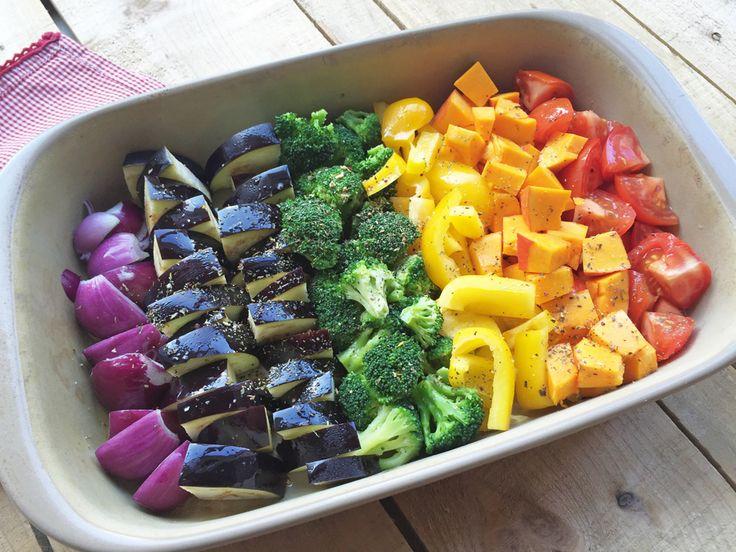 Besonders Kinder freuen sich über das Regenbogen-Ofengemüse. Macht nicht nur optisch was her, sondern schmeckt toll bei nur wenig Aufwand. Low Carb, basisch