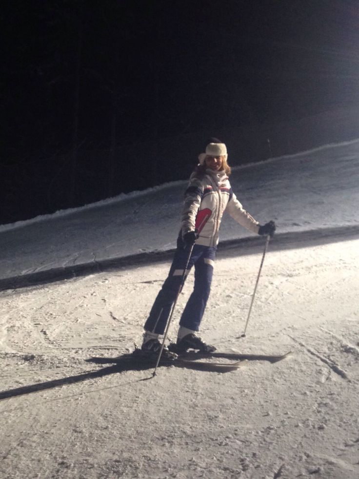 As a model and actress I have to stay fit all the time,  my favourite spot? Skii!! #skii #snow #port #stayfit