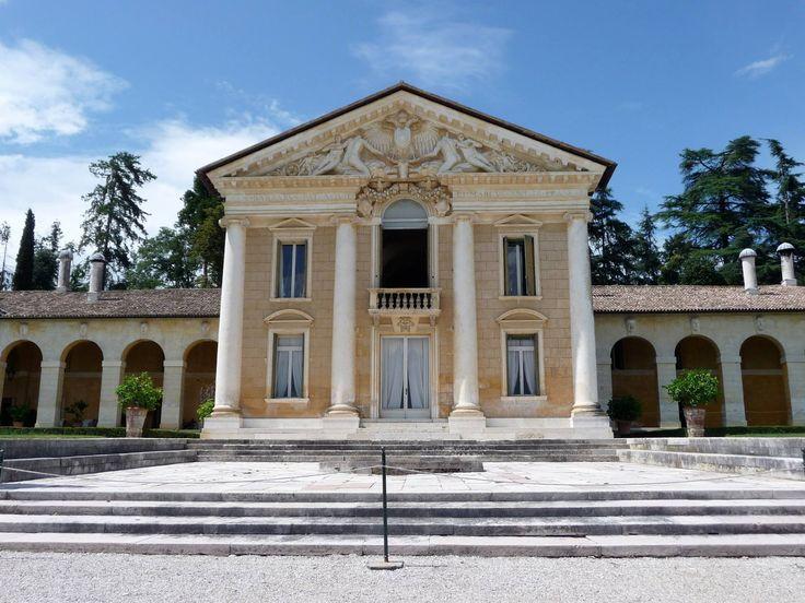 Palladio, Villa Barbaro a Maser. Veduta del corpo centrale.  Dottrina dell'Architettura