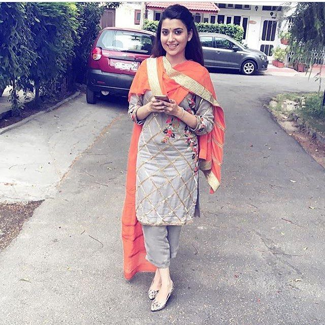 In pic @nimratkhairaofficial #kudiyan #punjab #diyan #tohari #mutiaran #shoutout #patialashahi #suit #salwar #kaint #panjaban #punjabijutti #jatti #sohni #kudi #kaur #chakkweinsuit Dm your traditional dress's related to punjabi culture and let the world know your tohar Only rule - Full suit has to be visible in picture Will not accept group DM ❌