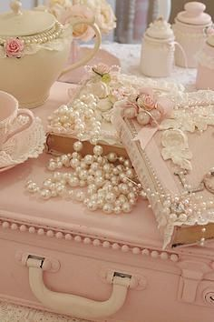 ABSOLUTELY GORGEOUS!! - I CAN JUST IMAGINE THIS BEING MY BEDSIDE TABLE!! - SOO BEAUTIFUL!!