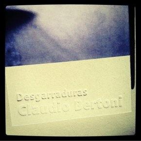 """""""Desagarraduras"""" de Claudio Bertoni, fotografías intervenidas por el autor/ """"Rips"""" by Claudio Bertoni, manipulated photography book."""