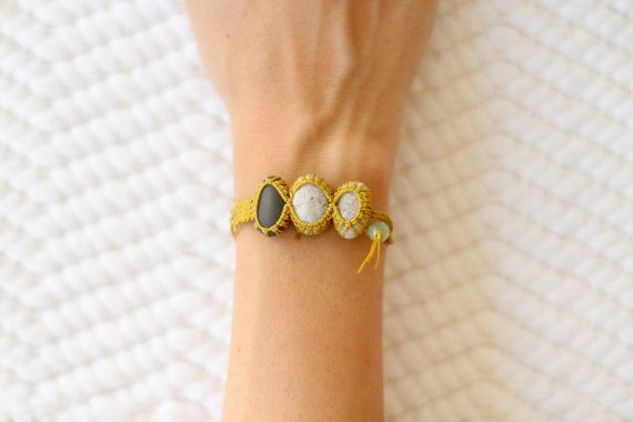 Gold knotted three pebble petite macramé bracelet by ilepieces