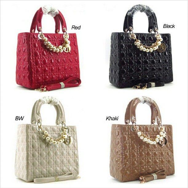 Dior Cannage Mutiara Glossy (L27 x T23) Rp. 350.000,- #bag #woman #branded #dior #tascewek #tasfashion #murah #jual #jualan #import #quality #recommended #promosi_id #iklan #iklan_instagram #iklanpromosi - @toserba_fashion- #webstagram