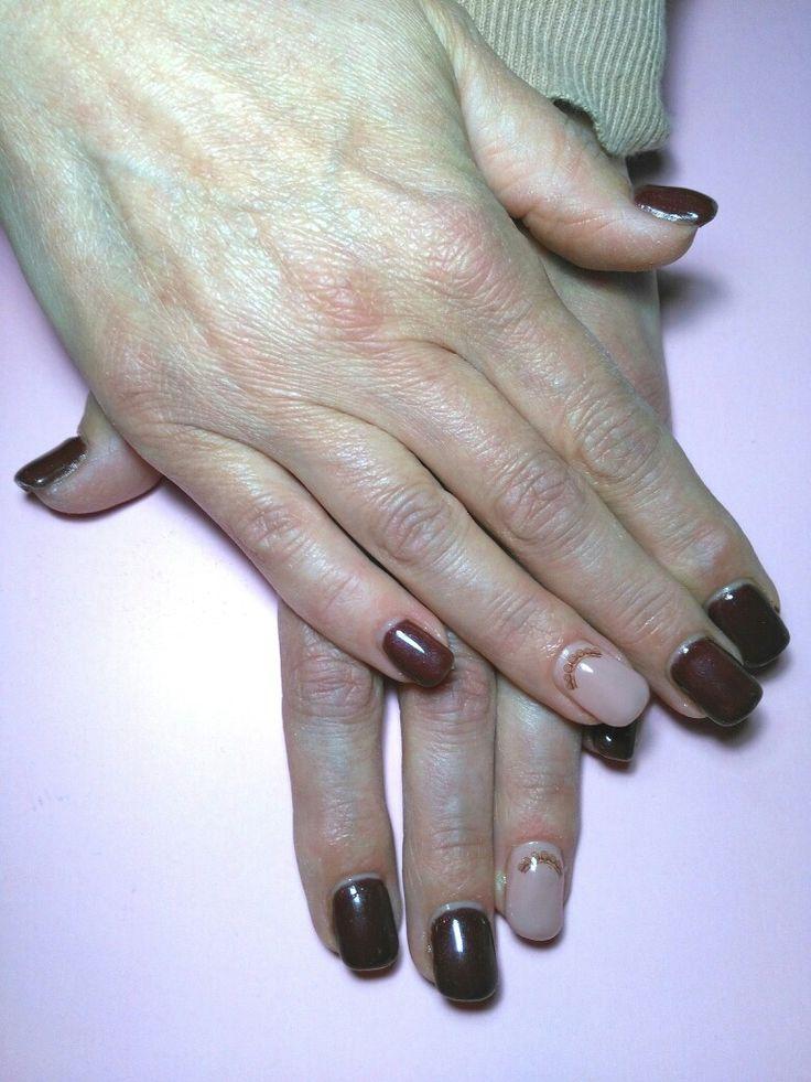 Copertura gel - Colore Cioccolato e Rosa Quarzo. #coperturagel #gel #cioccolato #rosa #rosaquarzo #decoro #manicurate #bellezza #cura #manicure #curadellemani #hands #colors #chocolate #brown #nails #nailart #unghianaturale #elegante #elegant