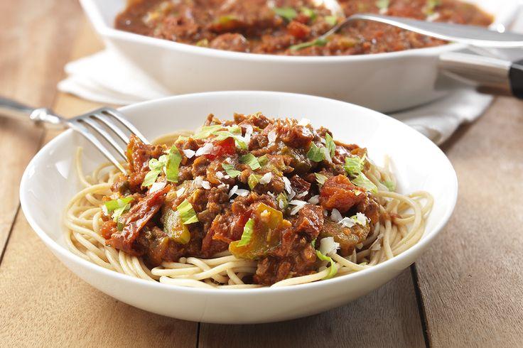 Spaghetti bolognaise met zongedroogde tomaten en Parmezaanse kaas