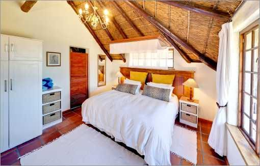 Self catering accommodation, Noordhoek, Cape Town   Crofters bedroom   http://www.capepointroute.co.za/moreinfoAccommodation.php?aID=466