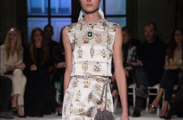 Giambattista Valli e Buccellati si sono uniti per un evento incredibile: una sfilata di moda da Mille ed una Notte, tra abiti e gioielli da sogno.