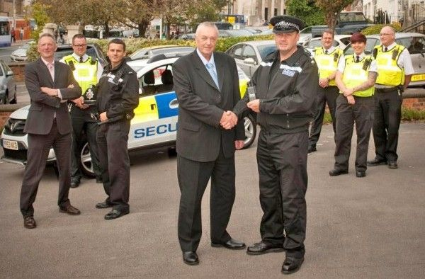 A new initiative has been launched that sees closer co-operation between police and University of Leeds security staff in and around the campus and student accommodation.  Officers from the Inner North West Neighbourhood Policing Team and the University's security team are helping to keep students, staff and members of the public safe by sharing information real time and working in partnership to respond to incidents and deal jointly with ongoing issues.