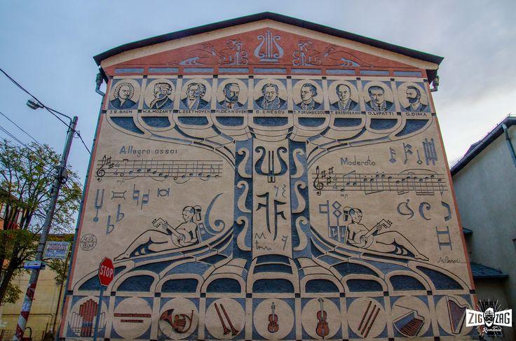 """""""Sighet-orășelul maramureșean cu multe clădiri impunătoare, din vremea imperiului, ne-a mai surprins cu ceva: o lecție originală de muzică, pe școala de arte. Da, am zis bine """"pe"""" școala de arte. Unul din pereții acestei instituții gimnaziale de învățământ este zugrăvit în ritmuri muzicale  """"  Dă click pe acest link pentru a afla continuarea poveștii: http://zigzagprinromania.com/scoala-de-arte-din-sighet"""