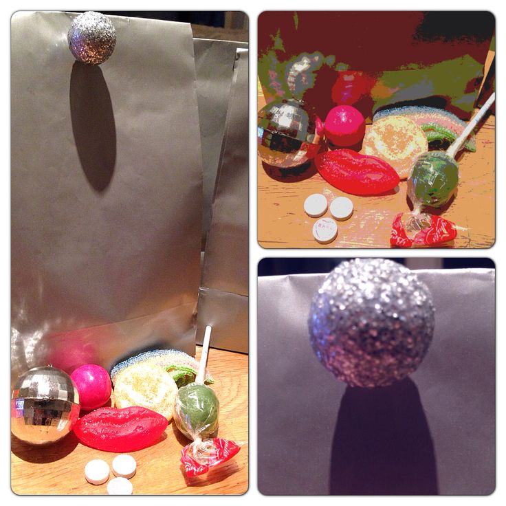 Disco goodiebag. Treats from the 70s. Disco ball key chain. Closed with disco lollipop. Used silver balls and lollipopstick.
